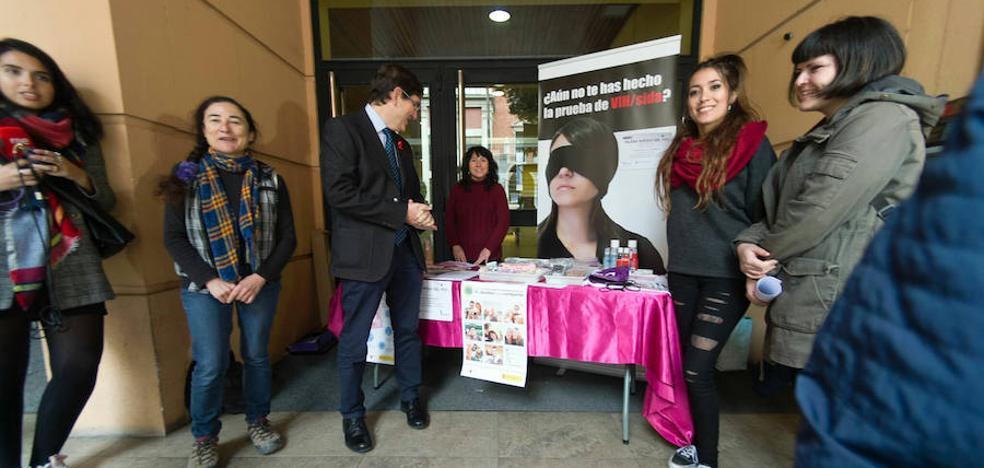 Más de mil murcianos son portadores del VIH sin saberlo