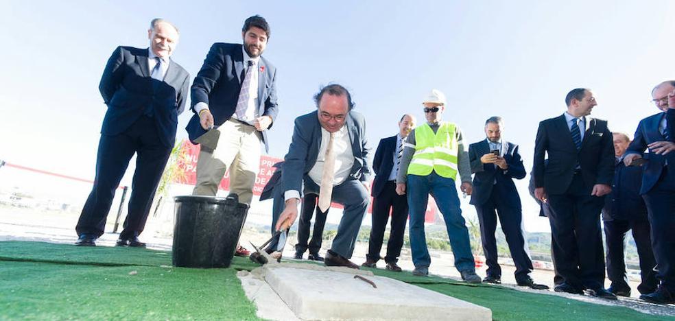 Colocan la primera piedra del nuevo edificio de prácticas del Campus de El Palmar