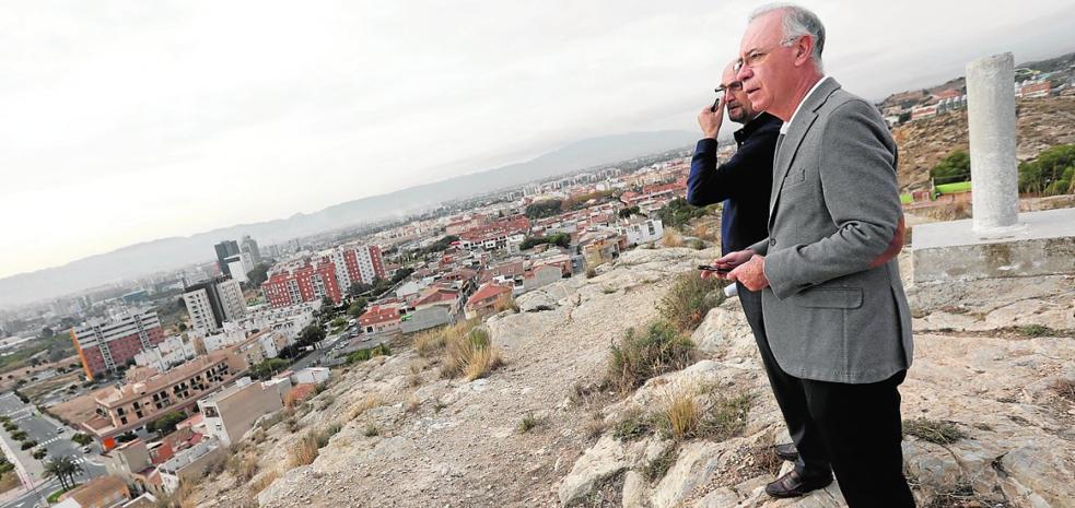 Urbanismo impulsa la creación en El Puntal de un nuevo mirador panorámico sobre la vega