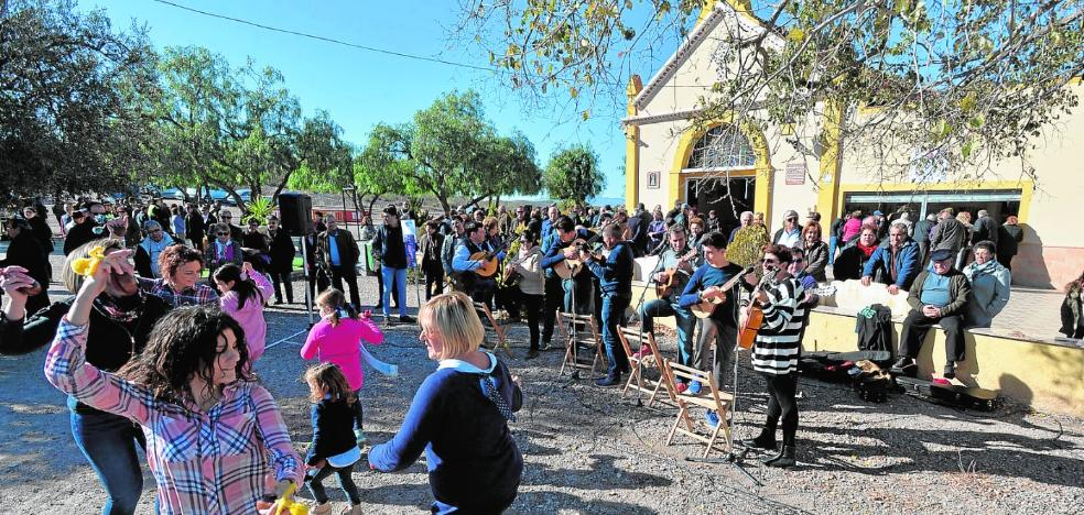 Primeros cánticos de Pascua en el certamen de folclore