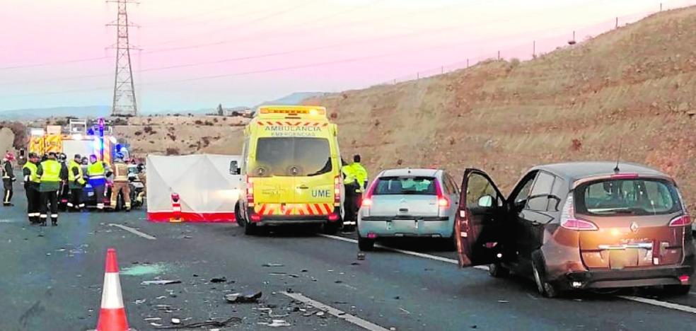 Un muerto y tres heridos en una colisión múltiple en la A-30 en Molina