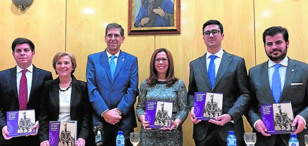 Presentan un libro póstumo sobre la cofradía
