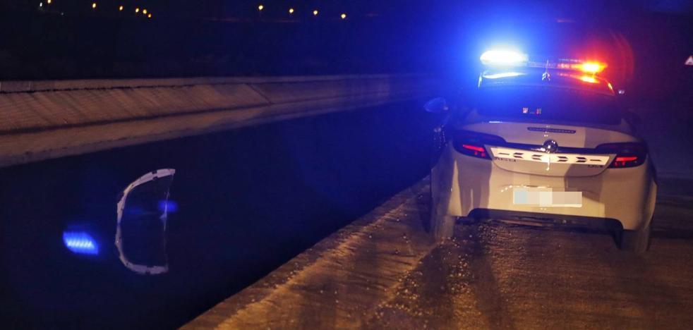 Muere una mujer tras caer con su coche al canal del Trasvase en Fortuna