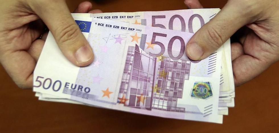 Un vecino de Cehegín se encuentra mil euros y los entrega a la Policía para devolverlos a su dueño