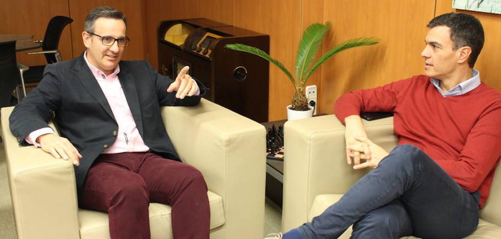 Diego Conesa traslada a Pedro Sánchez los «problemas hídricos» de la Región
