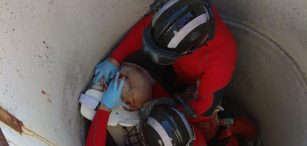 Rescatan a un hombre que había caído en una boca de riego en Ceutí