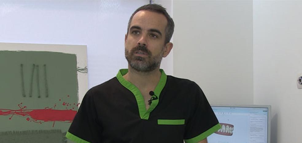 El doctor Javier Lozano publica el primer libro en castellano sobre ortodoncia transparente enfocado a pacientes