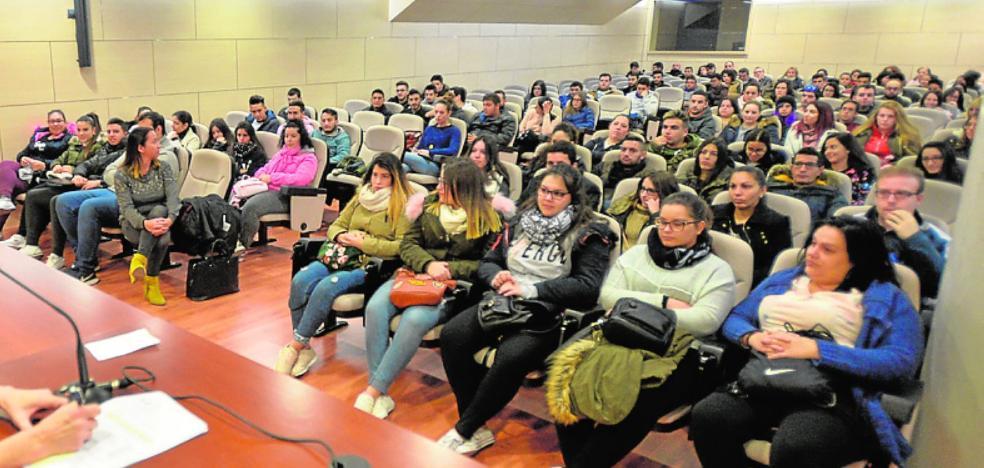 Empleo pone en marcha diez cursos para formar a 106 jóvenes