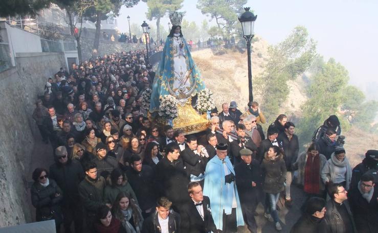 Yecla arranca los festejos con el disparo de la pólvora y los vuelos de la Patrulla Águila