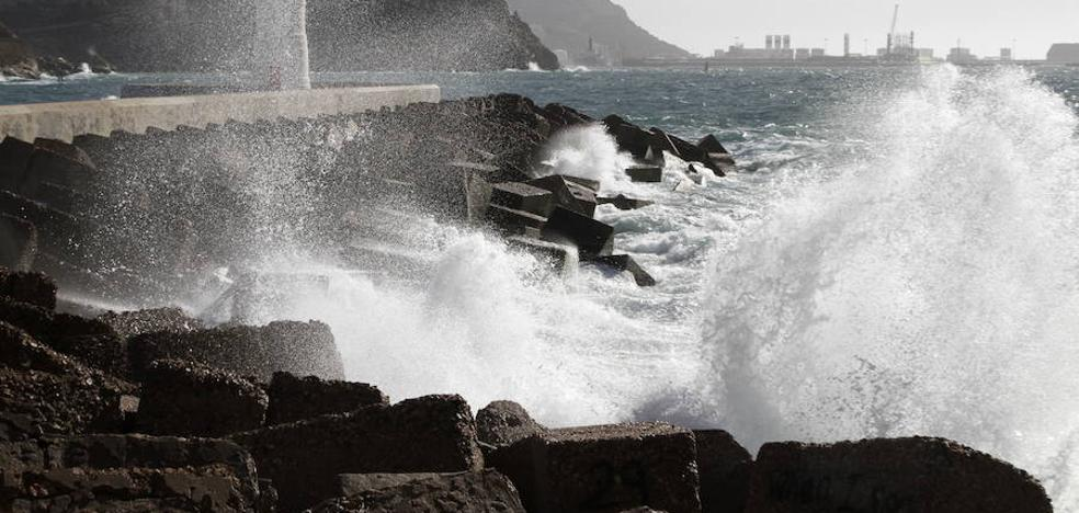 Activan el aviso de nivel amarillo en el litoral de la Región con olas de hasta 3 metros