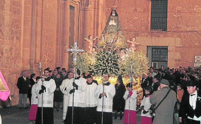 La Virgen se luce entre la pólvora