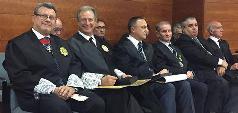 El presidente de los graduados sociales de Murcia recibe la medalla de Oro del Colegio de Alicante por su defensa de la profesión