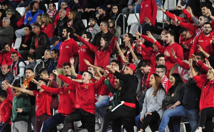 Las mejores fotografías de la afición grana en el derbi contra el Lorca Deportiva