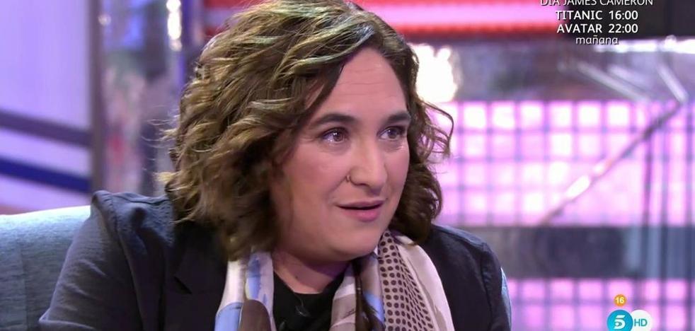 Colau relata en televisión que tuvo una novia italiana