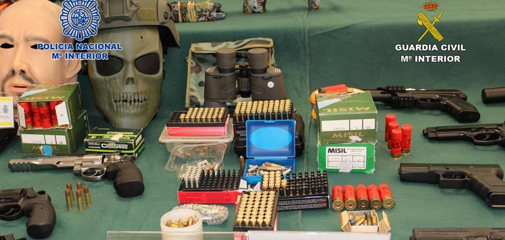 Cuatro detenidos en Torrevieja y Guardamar tras comprar 45 armas detonadoras por internet para convertirlas en armas de fuego