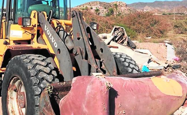 Mano dura contra los vertederos ilegales en el extrarradio