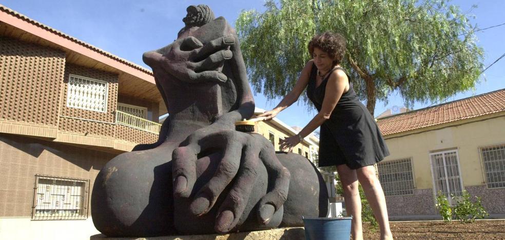 Condenan al Ayuntamiento de La Unión a indemnizar a una artista por no restaurar una escultura donada al Cante de las Minas