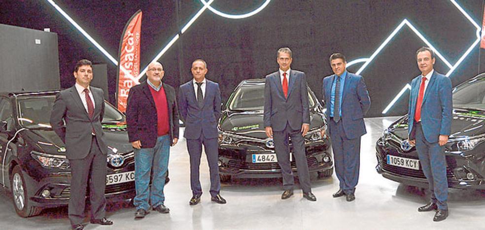 Toyota Labasa entrega 57 vehículos híbridos a Orenes Grupo