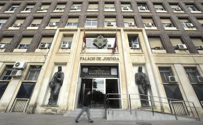 Condenada a pagar la matrícula de su hija al llevarla a un colegio privado en contra del padre