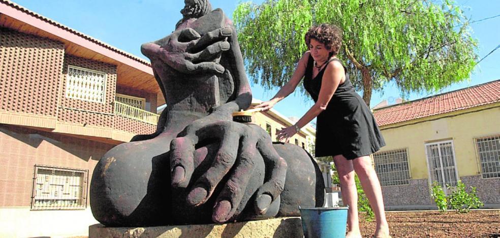 Condenan a La Unión a indemnizar a la pintora y escultora Dora Catarineu