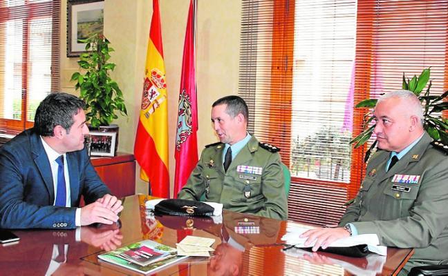Relevo de coronel en el Regimiento 'Zaragoza 5'