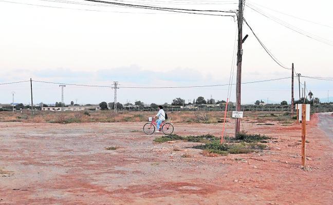 Padres de La Aljorra temen que el dinero del nuevo colegio se pierda