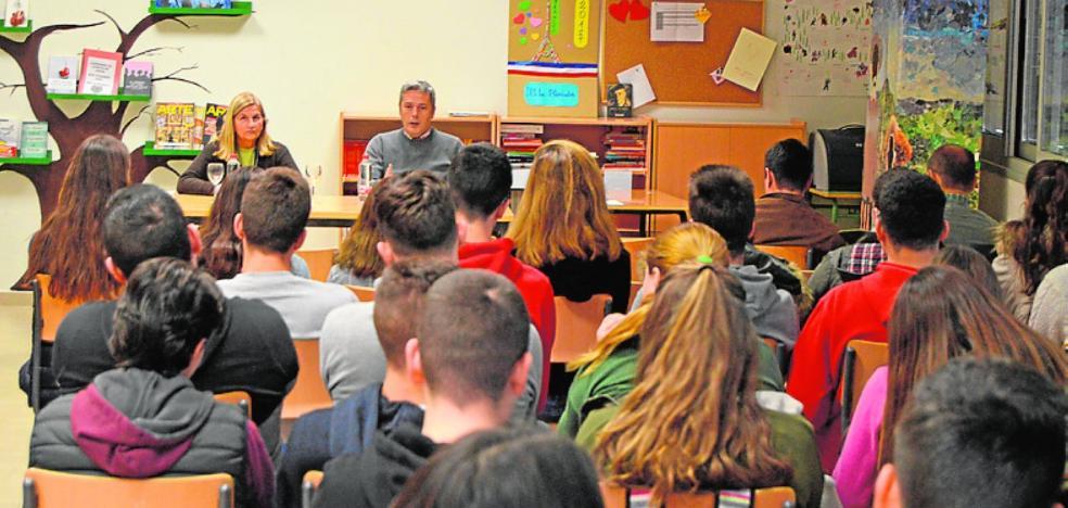 El director de 'La Verdad' se cita con los alumnos