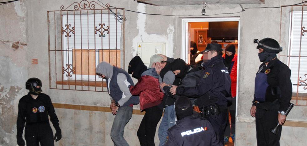 Trece detenidos en una redada contra el menudeo en Los Mateos