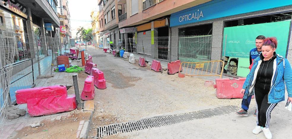 Vecinos y comerciantes decidirán si se paralizan las obras en Serrallo