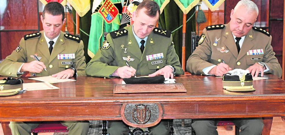 El coronel Ruipérez toma el mando del regimiento