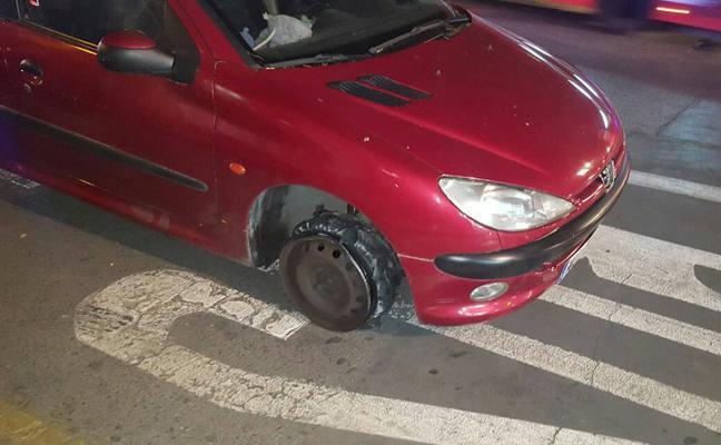 Detenido en el centro de Murcia cuando conducía ebrio y casi sin neumáticos