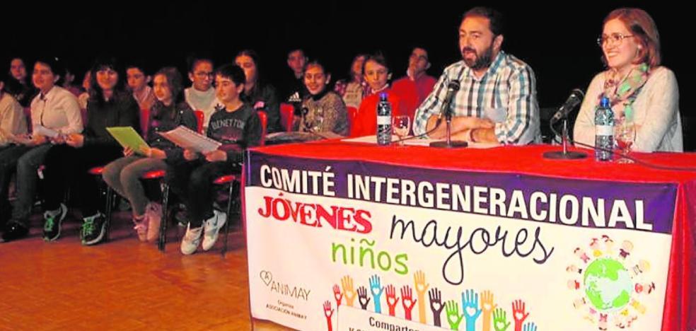 Mayores y jóvenes crean un foro de debate e ideas en Cehegín