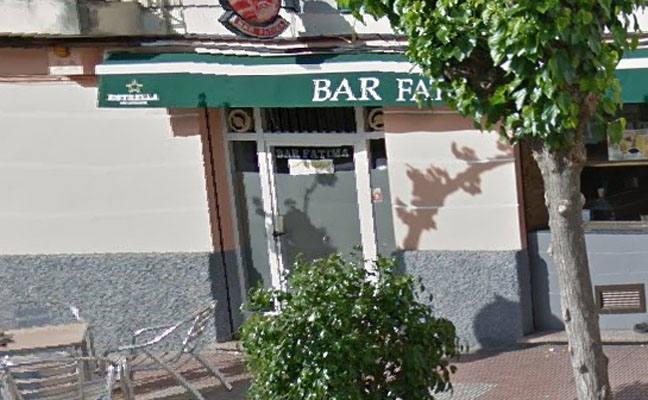 Un incendio obliga a desalojar un bar en Molina de Segura