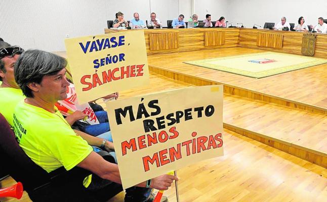 El Pleno debate retirar sus funciones al edil de Seguridad y reprobar al de Hacienda