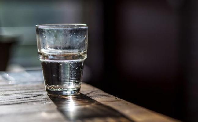Así es el timo del vaso del agua que se ha cobrado varias víctimas