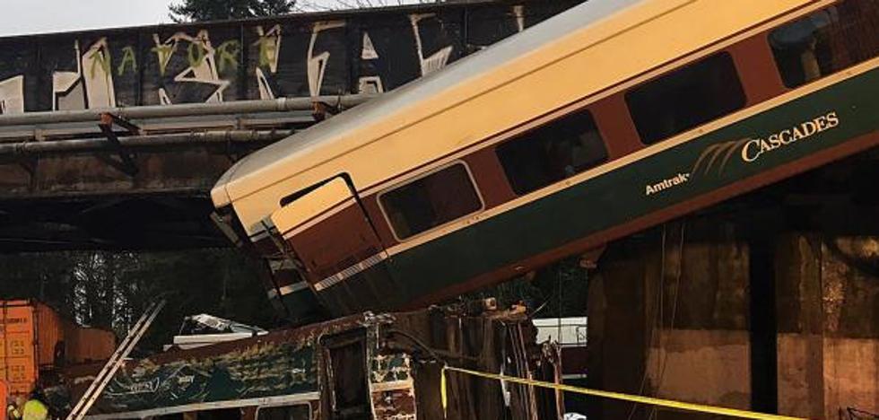 Múltiples muertos tras descarrilar un tren sobre una autopista en el estado de Washington
