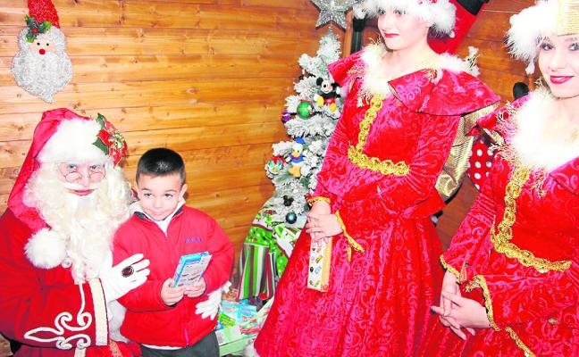 Papá Noel ya se pasea por las calles de San Pedro