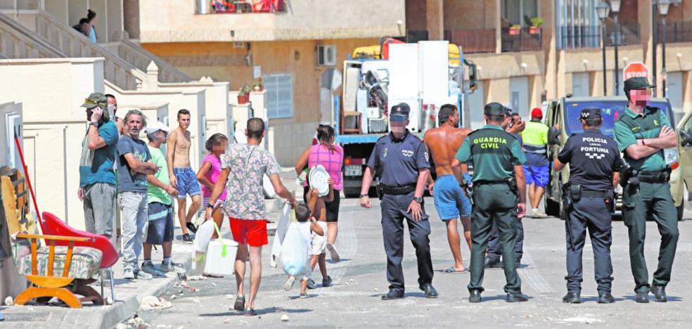Imputan a 16 vecinos por las protestas contra los okupas del clan de Granada