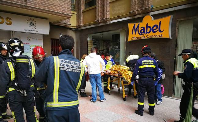 Tres heridos tras la explosión de una bombona de gas en una plaza de abastos de Lorca