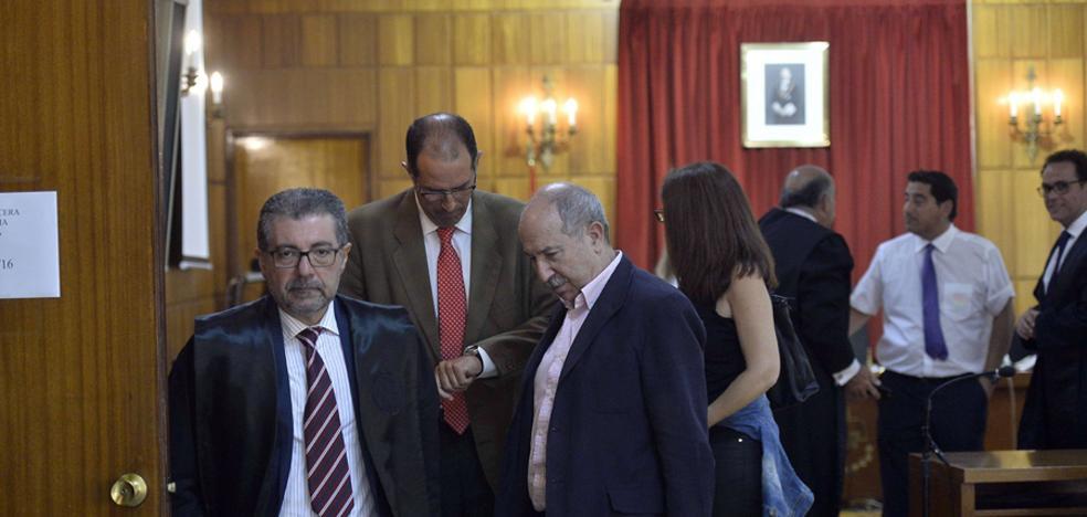 Condena a tres ex altos cargos regionales por la recalificación ilegal de La Zerrichera