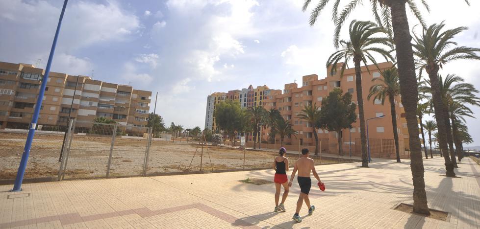 Demandarán a la Administración por la devaluación de los pisos del Mar Menor