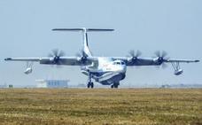 El mayor avión anfibio del mundo realiza su vuelo inaugural en China