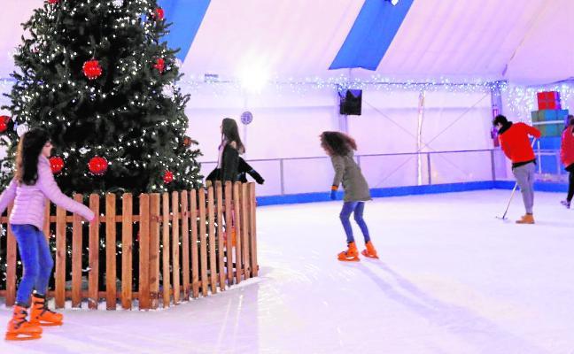 La quinta Feria Blanca lleva la magia de la Navidad a El Carmen