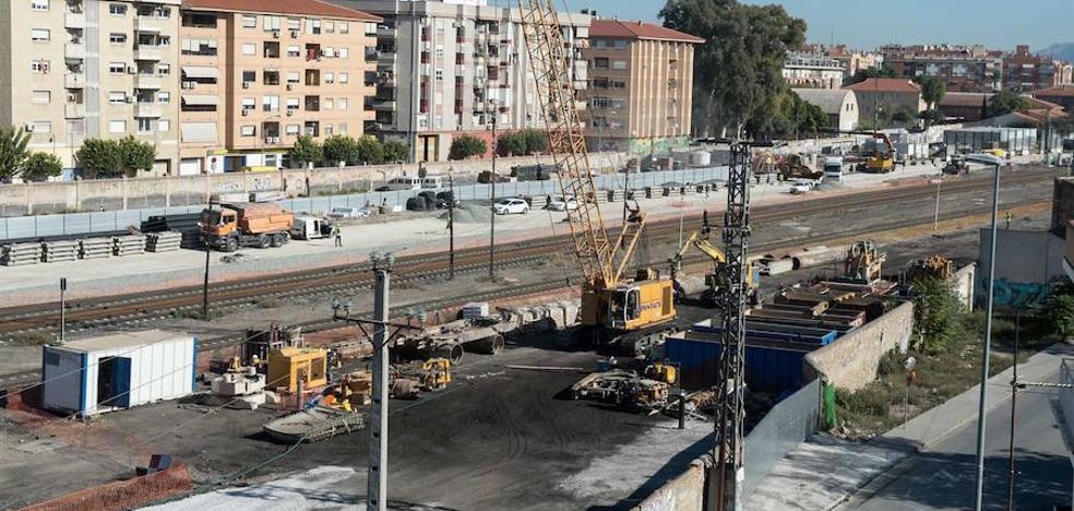 El BOE publica el contrato para soterrar las vías hasta Senda de los Garres un día antes de la visita de Rajoy