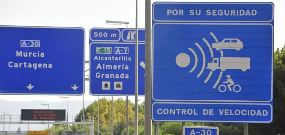 Los radares fijos recaudan de media más de 4.200 euros al día en multas