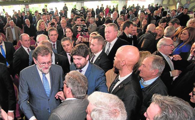 Rajoy saca pecho con las inversiones y pasa de puntillas sobre la grave falta de agua