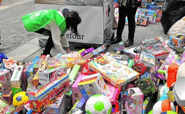 La campaña municipal recoge 500 juguetes menos que en 2016 porque cae la demanda