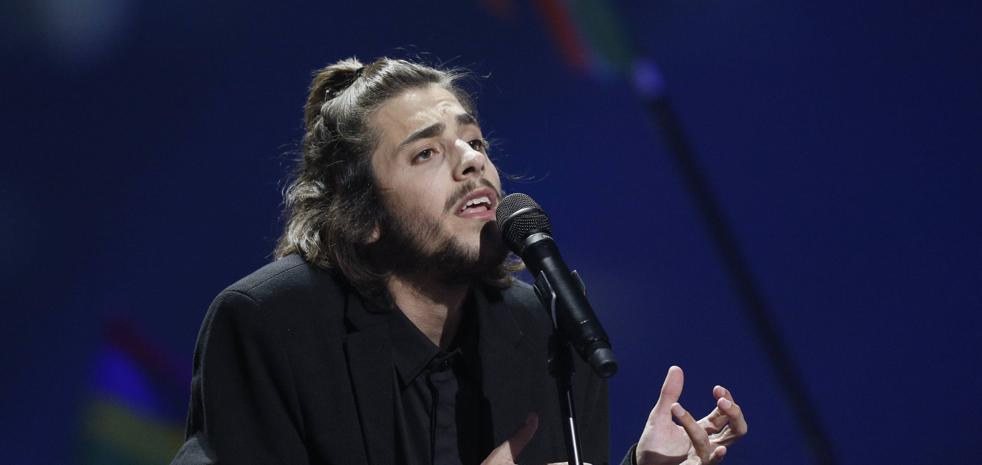 El ganador de Eurovisión, Salvador Sobral, sale de la UCI tras su transplante de corazón