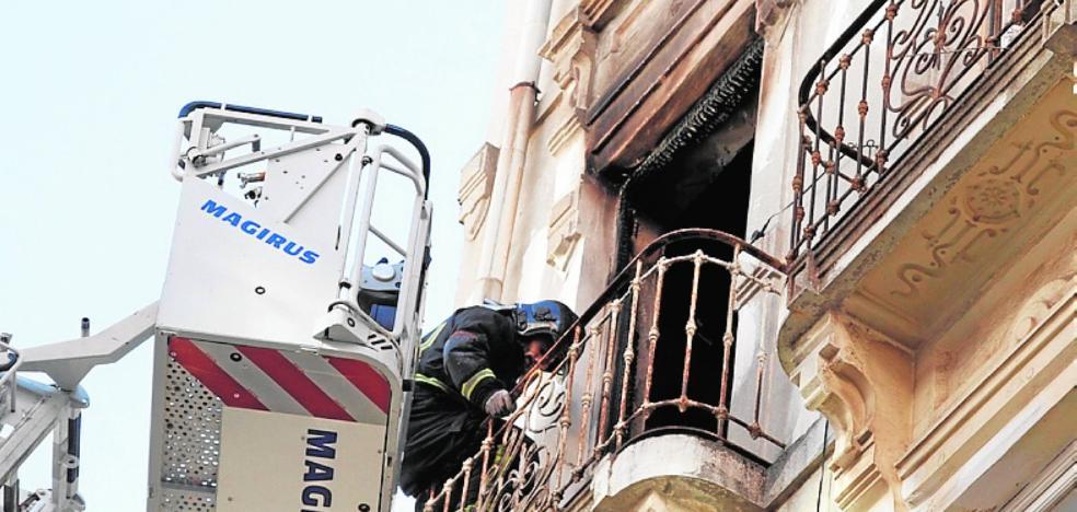 Preocupación por el incendio en un edificio ocupado por indigentes