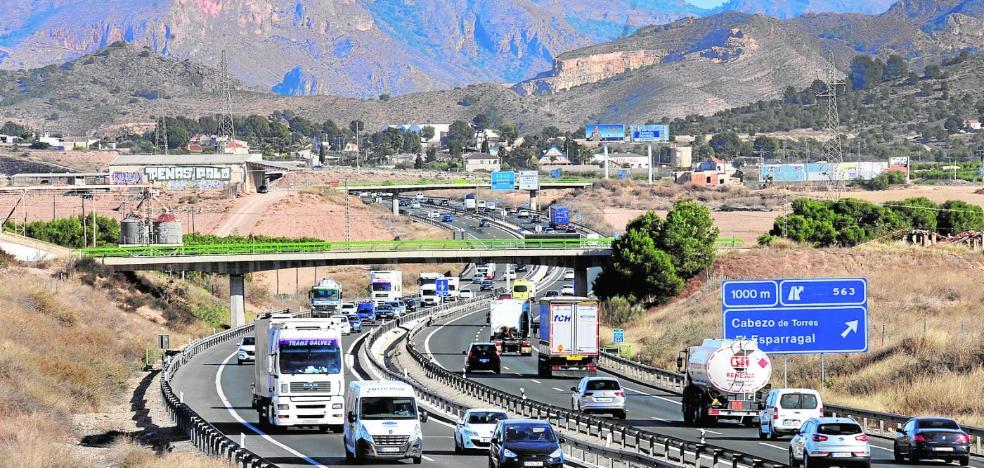 El tercer carril hasta Orihuela tendrá seguridad especial por el elevado tráfico de camiones